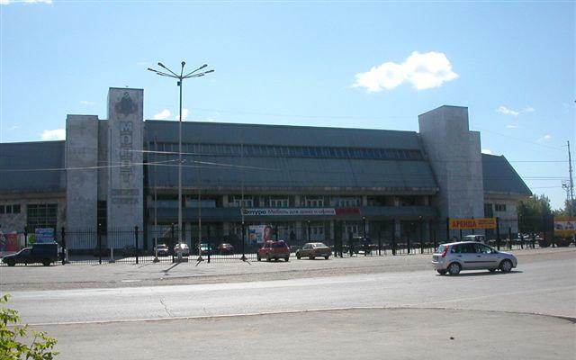арена 2000 вместимость