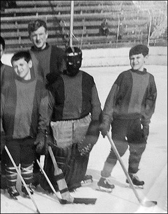 Александр и Игорь Орловы. Первые шаги (братья крайние справа и слева)
